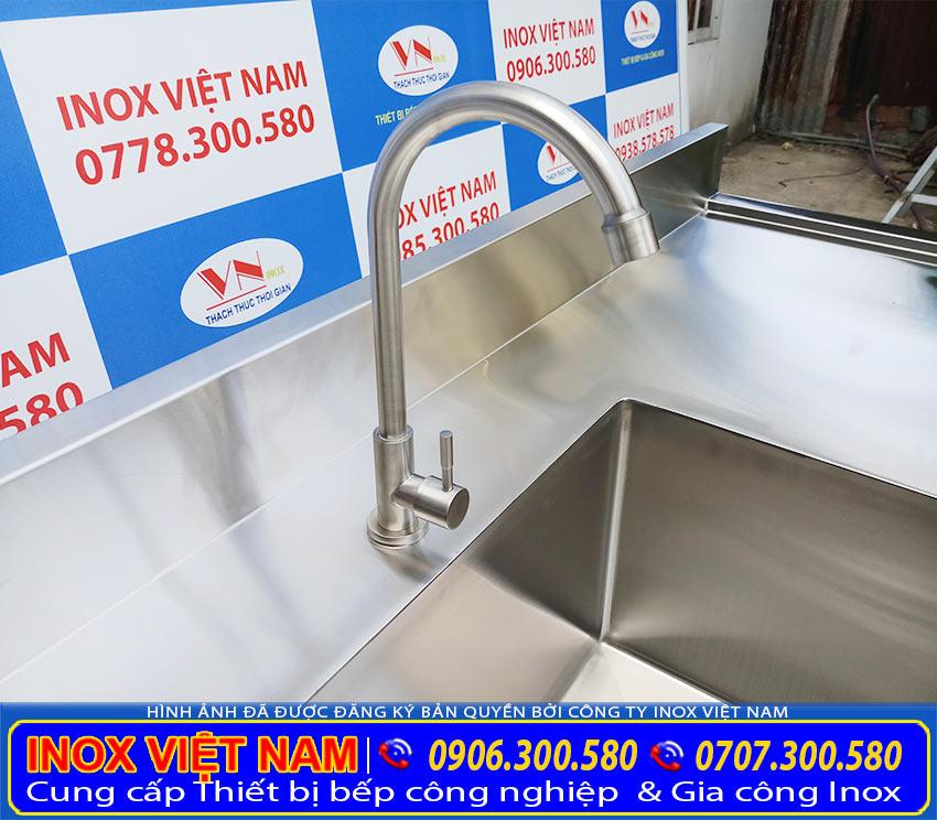 Vòi nước được thiết kế từ chất liệu inox 304 cao cấp bền đẹp (ảnh thật tế).
