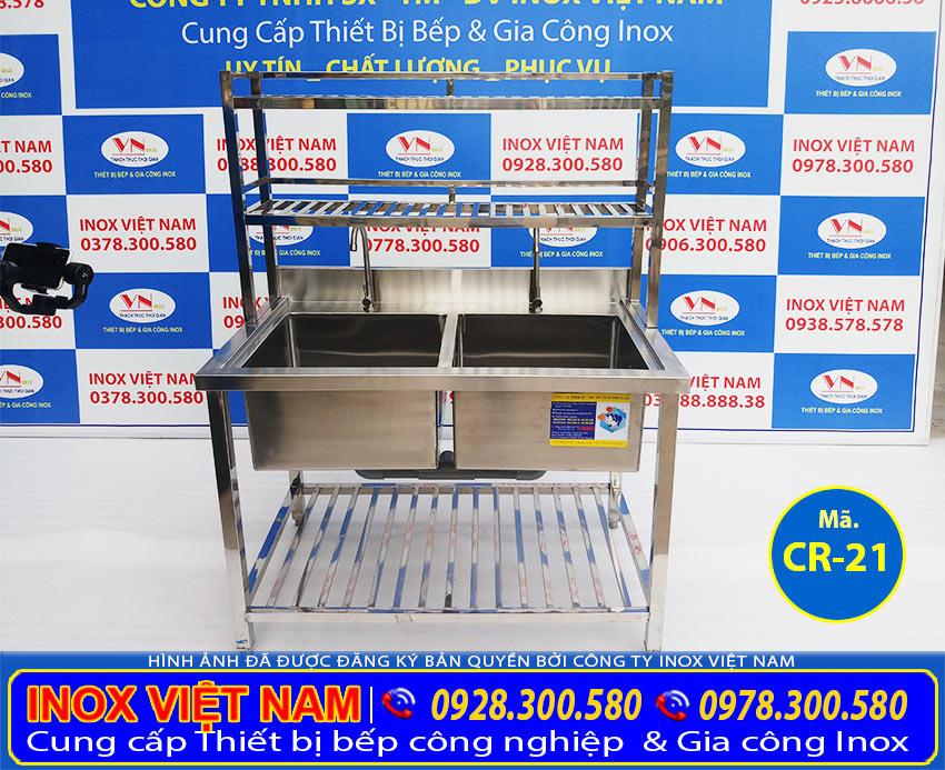 Báo giá bồn rửa chén inox có khung chân, chậu rửa công nghiệp 2 hộc có kệ trên và kệ dưới CR-21 có khung chân của Inox Việt Nam.