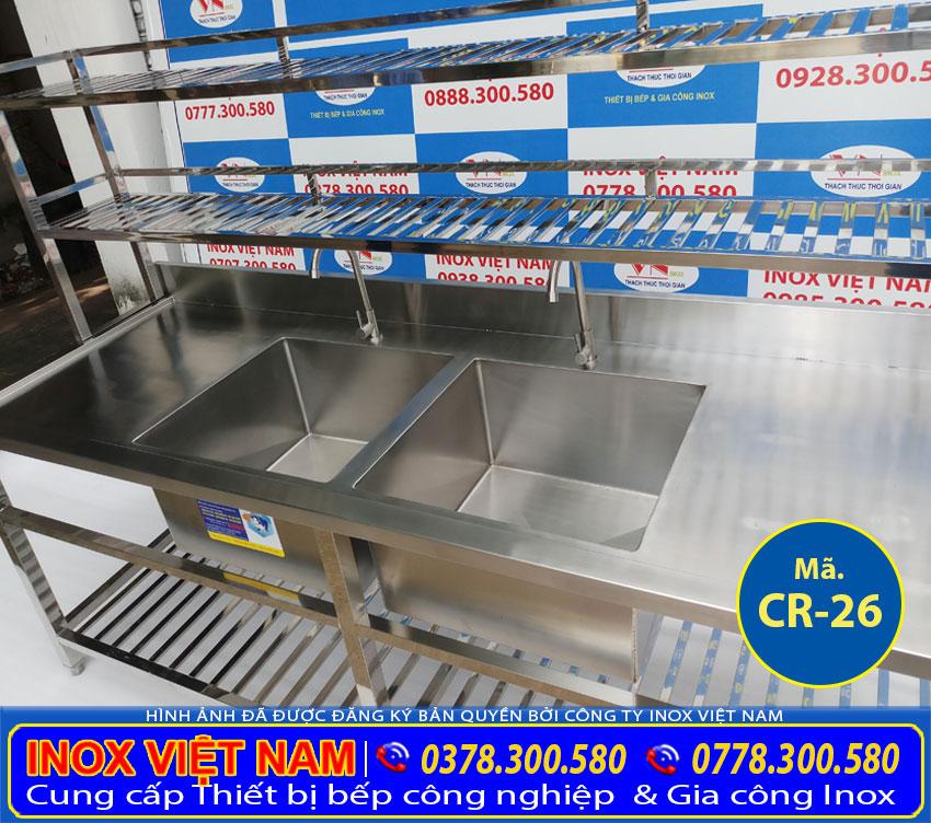 Bồn rửa chén inox với thiết  kế 2 ngăn rửa lớn, kệ trên, kệ dưới, có  bàn rửa cánh trái. Với thiết kế đẹp sang trọng.