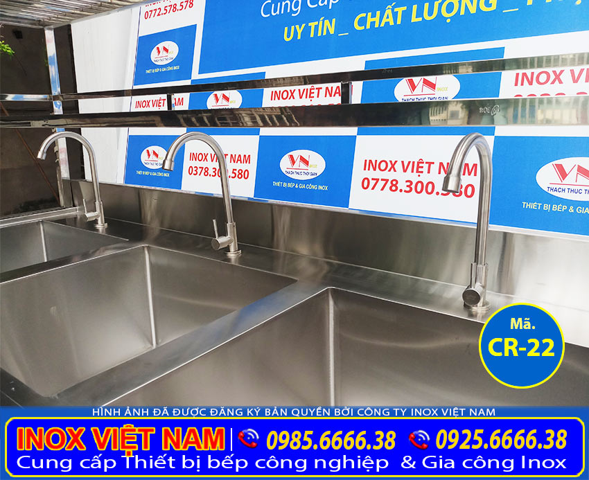 Vòi nước chậu rửa công nghiệp 3 ngăn. Với chất liệu inox 304 cao cấp bền đẹp.